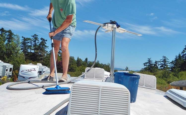how-to-clean-mold-from-rv-rubber-roof-men