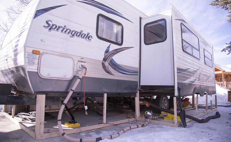 how-to-keep-rv-water-hose-freezing