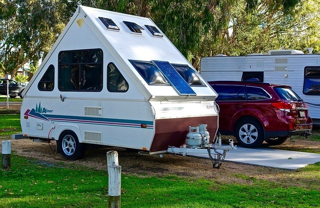 mobile home trailer with 2 gas tanks